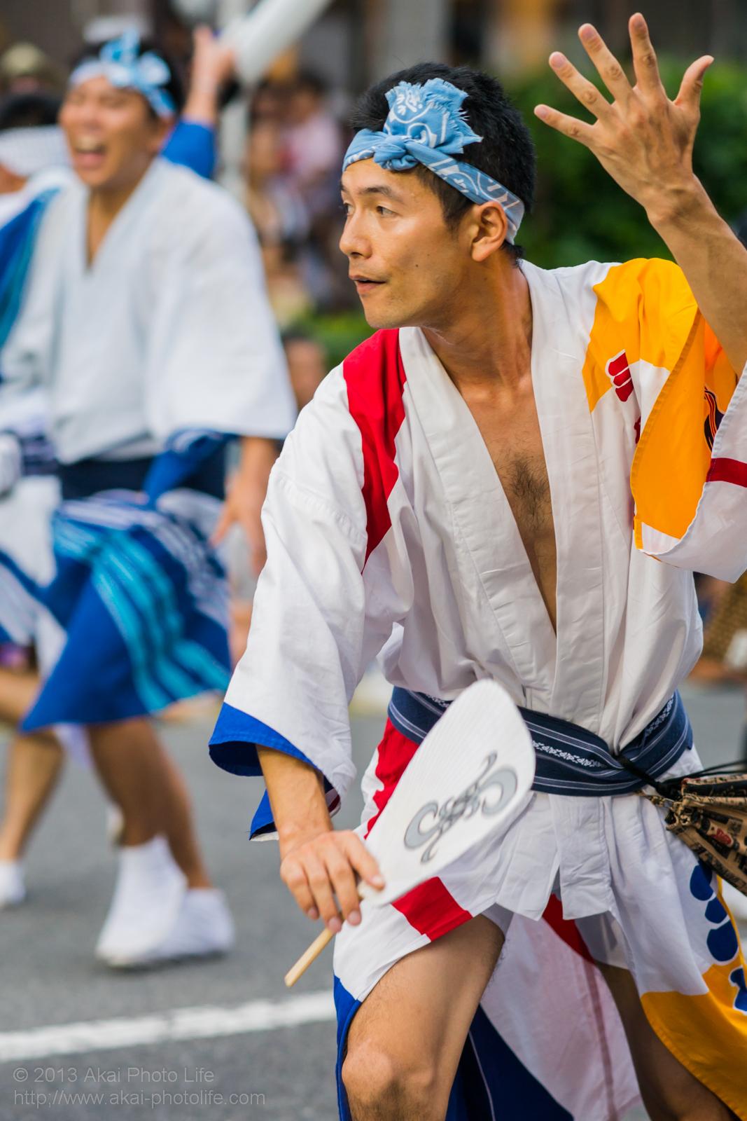 高円寺阿波踊り 三茶連の団扇を使った男踊り