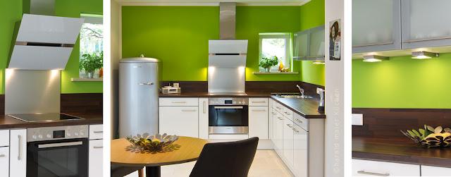 Wandfarbe grün moderne kleine Küche mit Essbereich, Sitzplatz, Essplatz, moderne Küchengeräte,