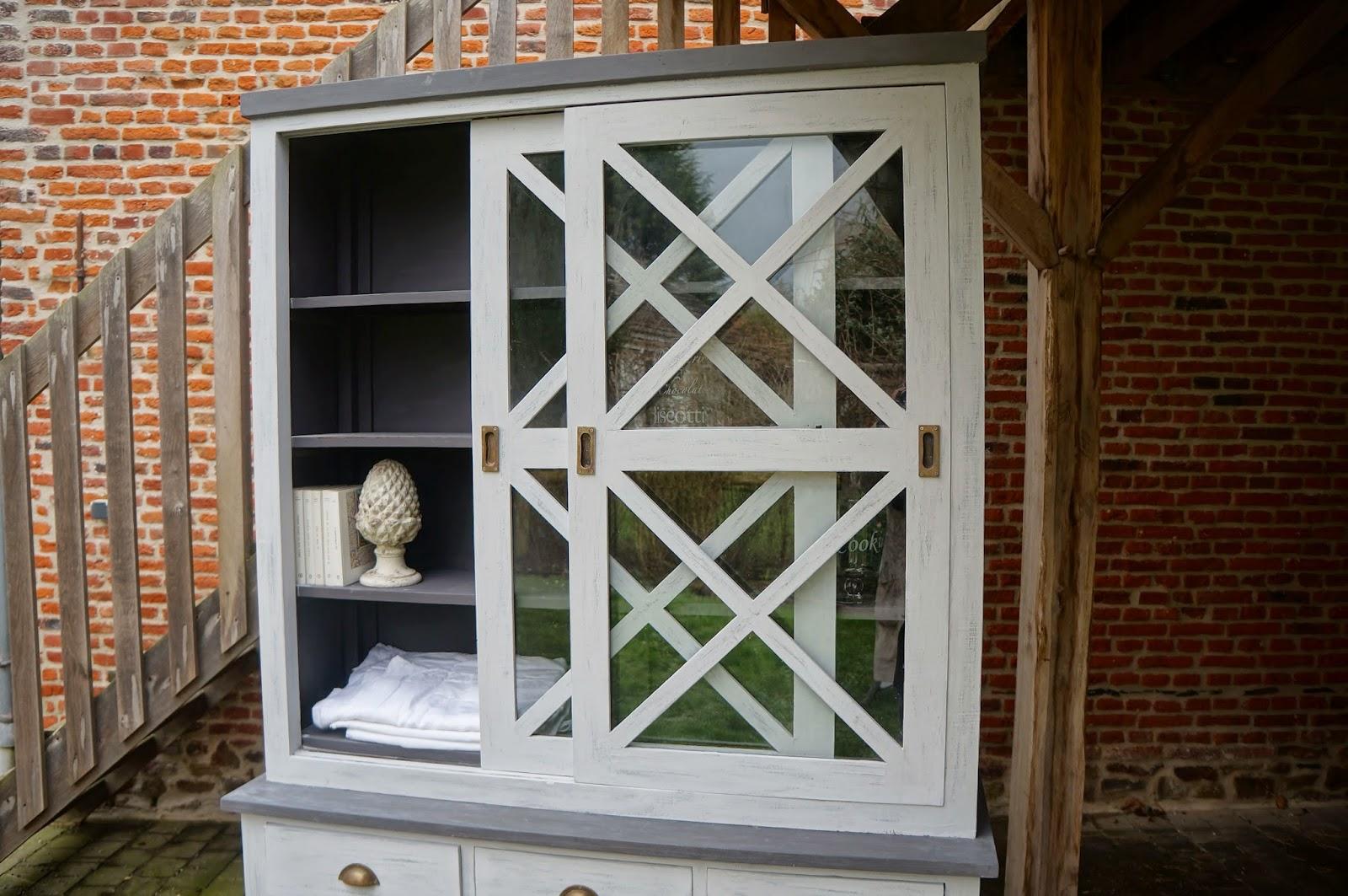 meubles-deux-corps-patiné-gris-vaisselier-bibiliothèque-vitrine-moulures-en-croix