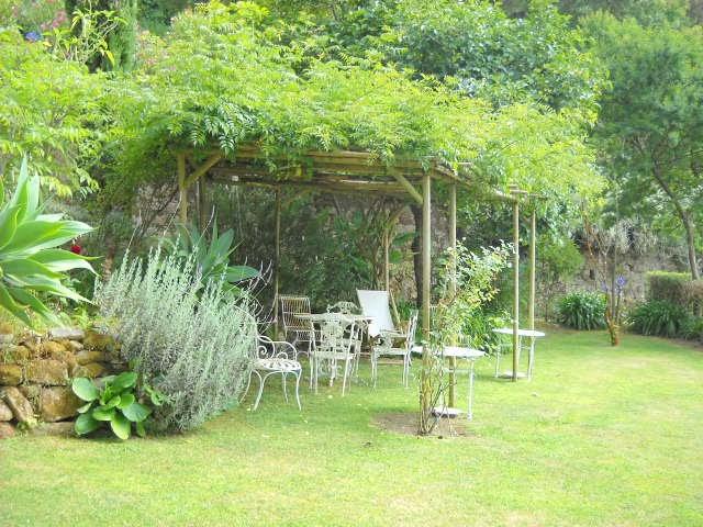 Um jardim para cuidar Nem só de plantas vive o seu jardim !