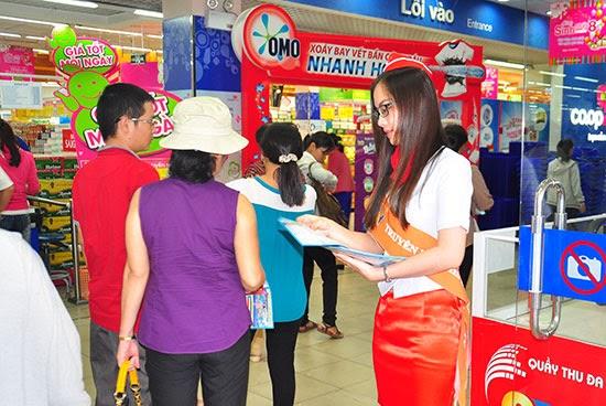 Khách hàng chào đón SCTV tại Co.opmart Lý Thường Kiệt