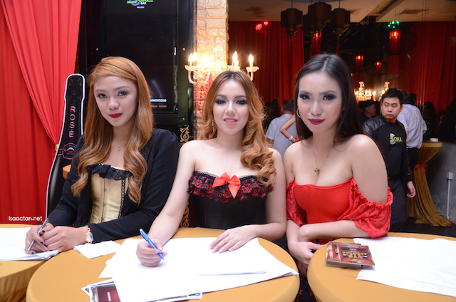Pretty ladies at the reception, welcoming us to the Seduction Night @ Soju Bar Pavilion