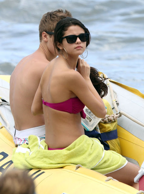 selena gomez bikini with justin bieber hawaii. makeup justin bieber and