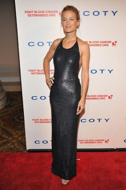 Carolyn Murphy Calvin Klein kıyafetiyle