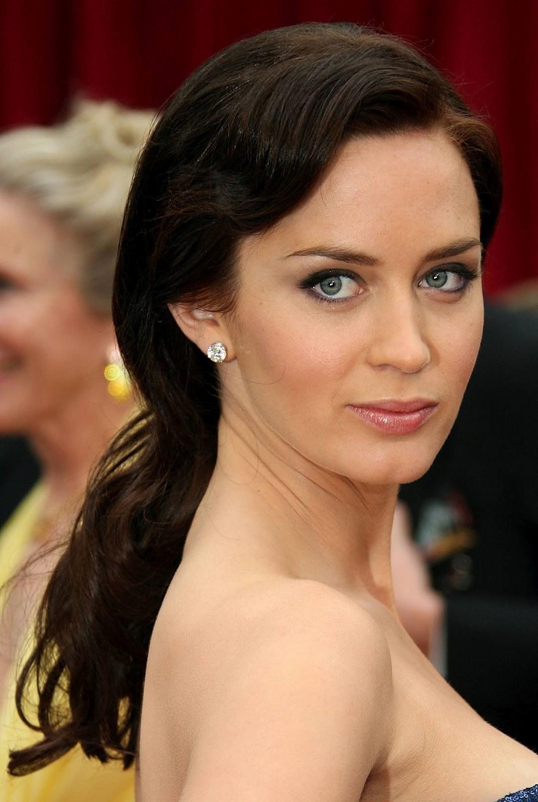 http://2.bp.blogspot.com/-ok8EI6SZMYY/UBBbbGPFhaI/AAAAAAAAFHo/h2RmHP79UHw/s1600/Emily-Blunt-hairstyles-celebrity-actress-film-wallpapers-longhair-pictures-blunt-emily+(2).jpg