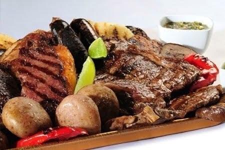 Deliciosas picadas de carnes selectas