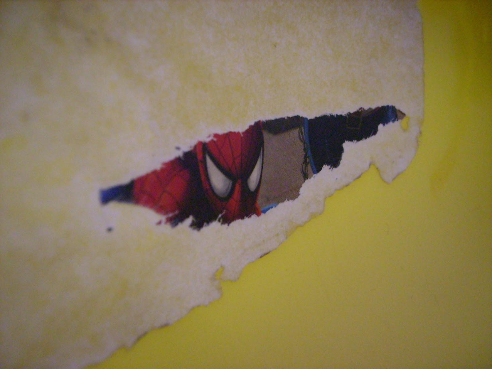 örümcek adam figuru
