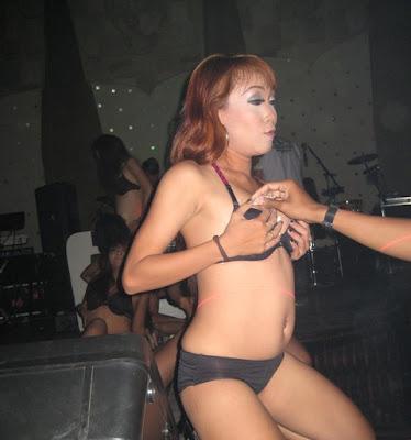 Penari Seksi di Tempat Hiburan Bali