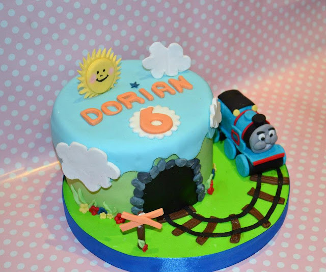 Tarta Tren Thomas Modelado via Sugar Dreams Gandia