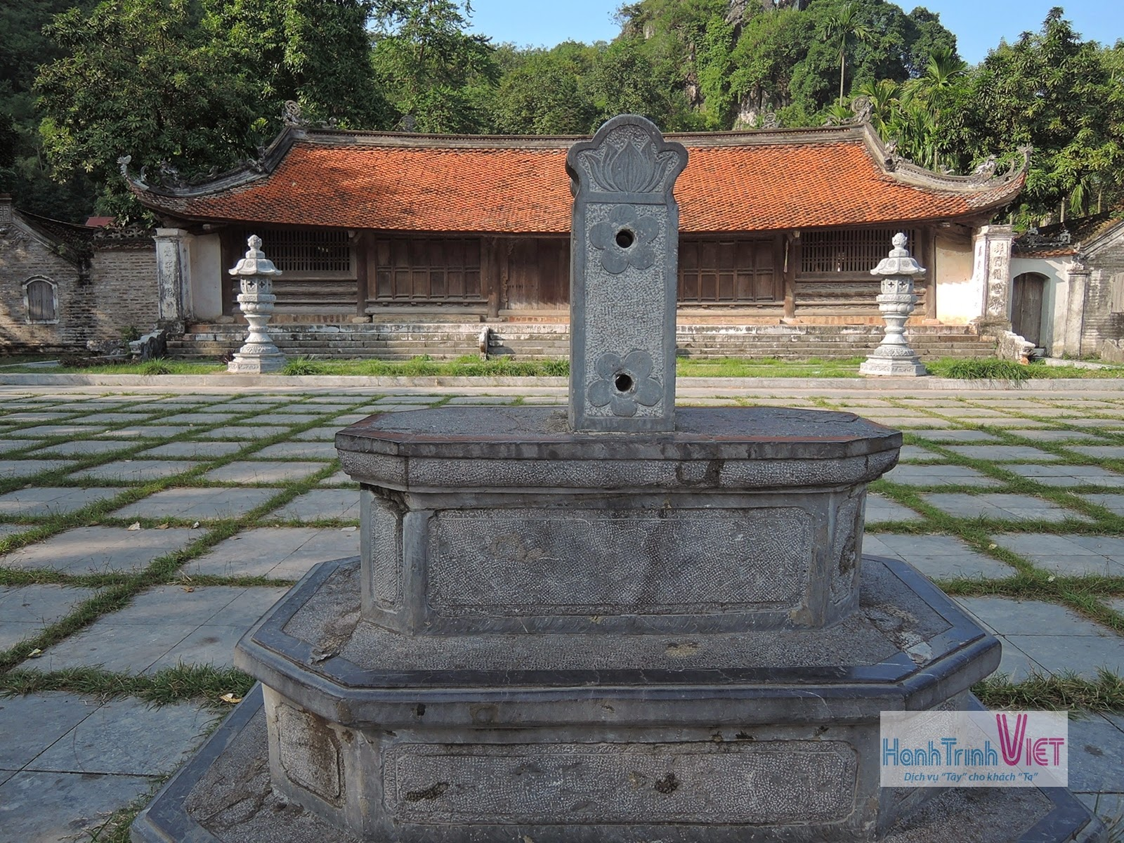Tham quan chùa Thầy ở Hà Nội