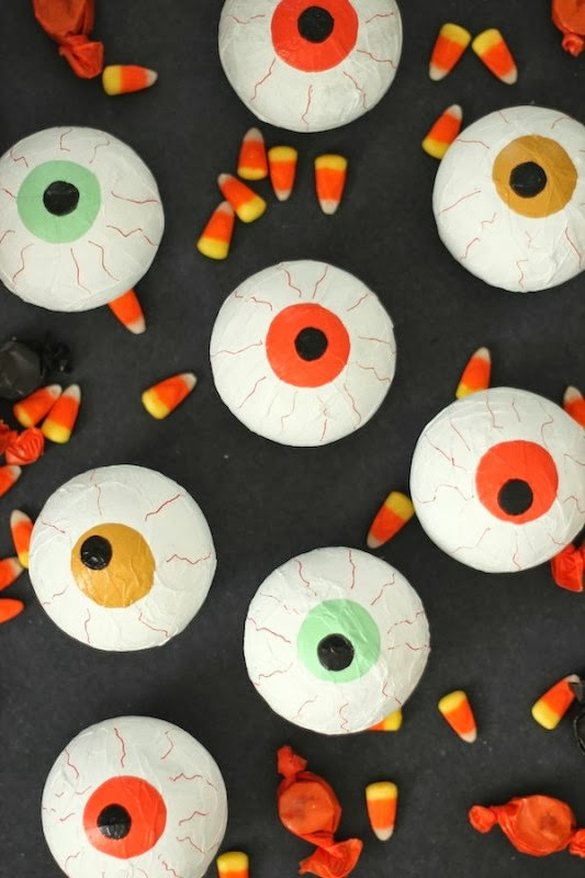 Halloween Treats | DIY Creepy Eyeball Candy Favors via You Are My Fave | Sweet Tooth