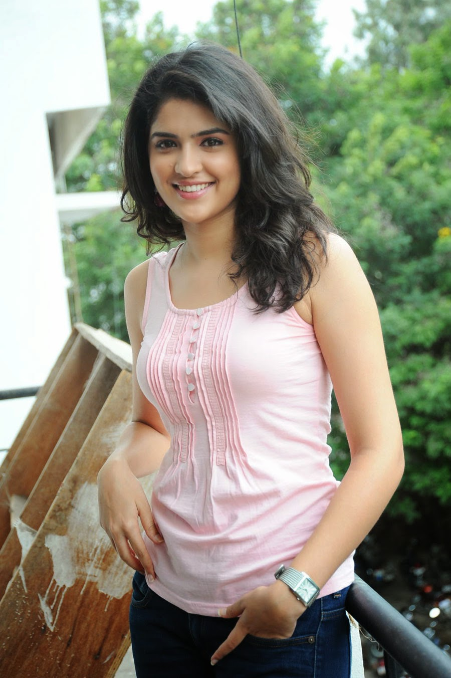 Deeksha Seth Cute Photo Shoot | Deeksha Seth Gorgeous