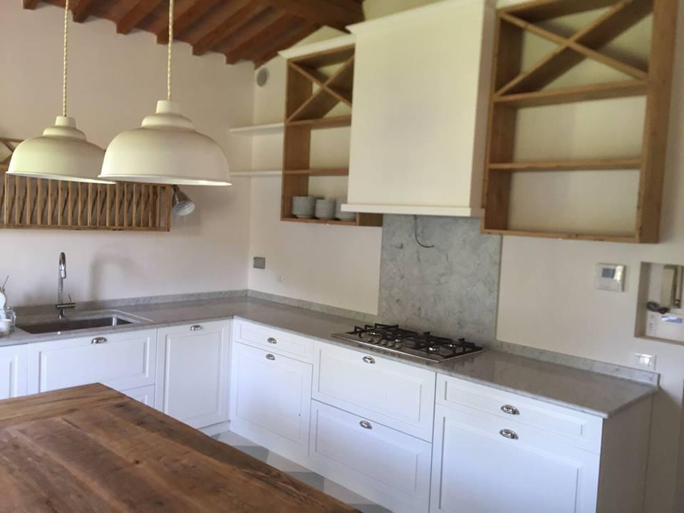 Falegnameria Grelli Danilo: Cucina in rovere per antico casale