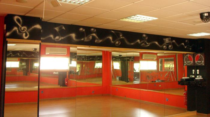 Graffitish murales y decoraci n gimnasio viva sports 2011 - Decoracion de gimnasios ...