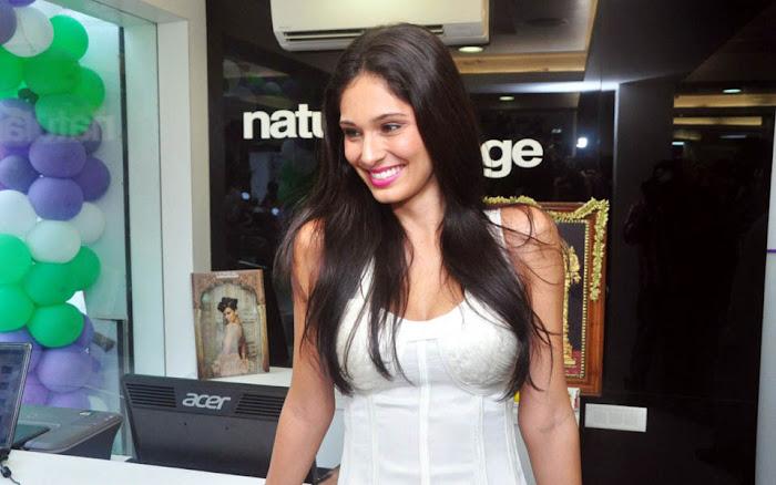 bruna abdullah at naturals lounge room