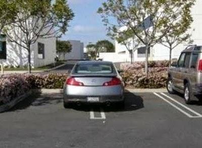 coche-mal-aparcado