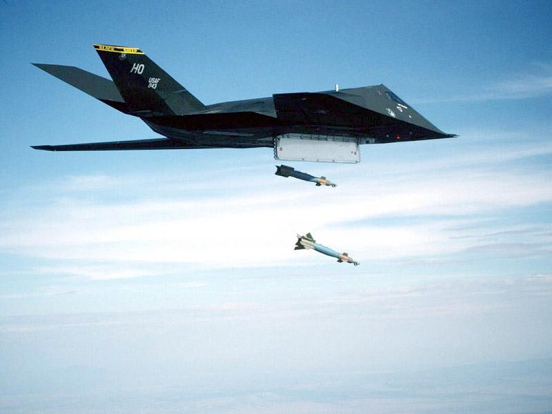 F 117 Nighthawk Hist'Aero: L'avion pas...