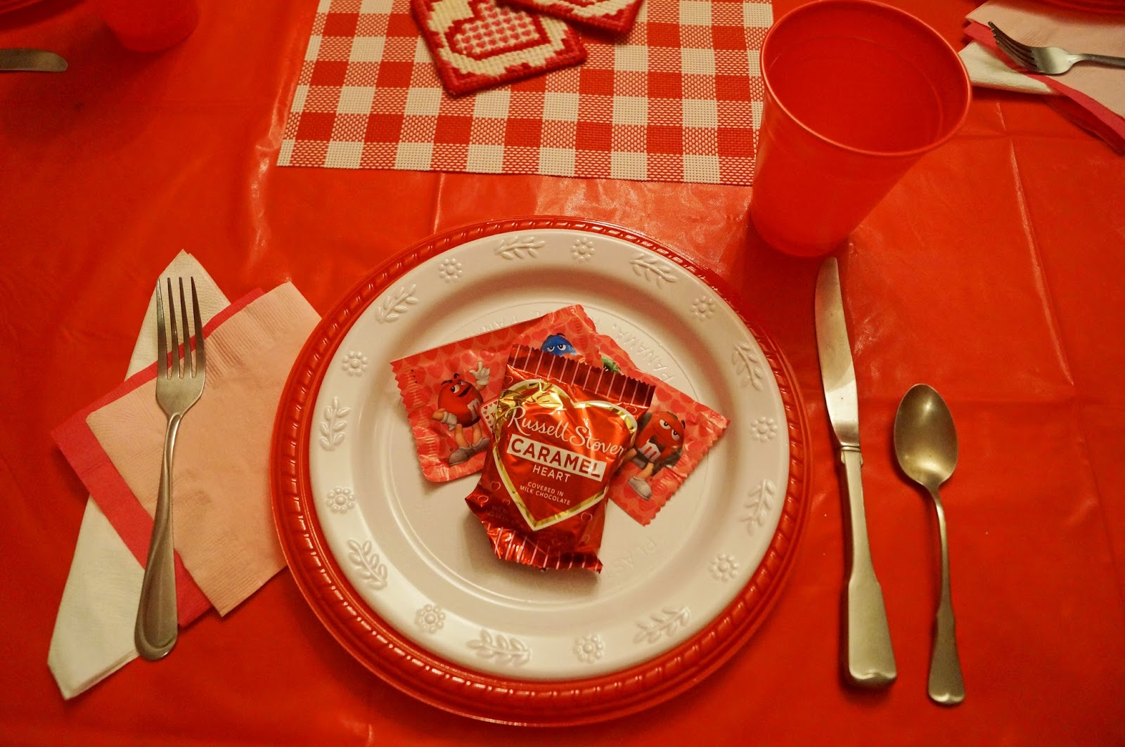 Cute Decor ideas for a Valentines Day Dinner