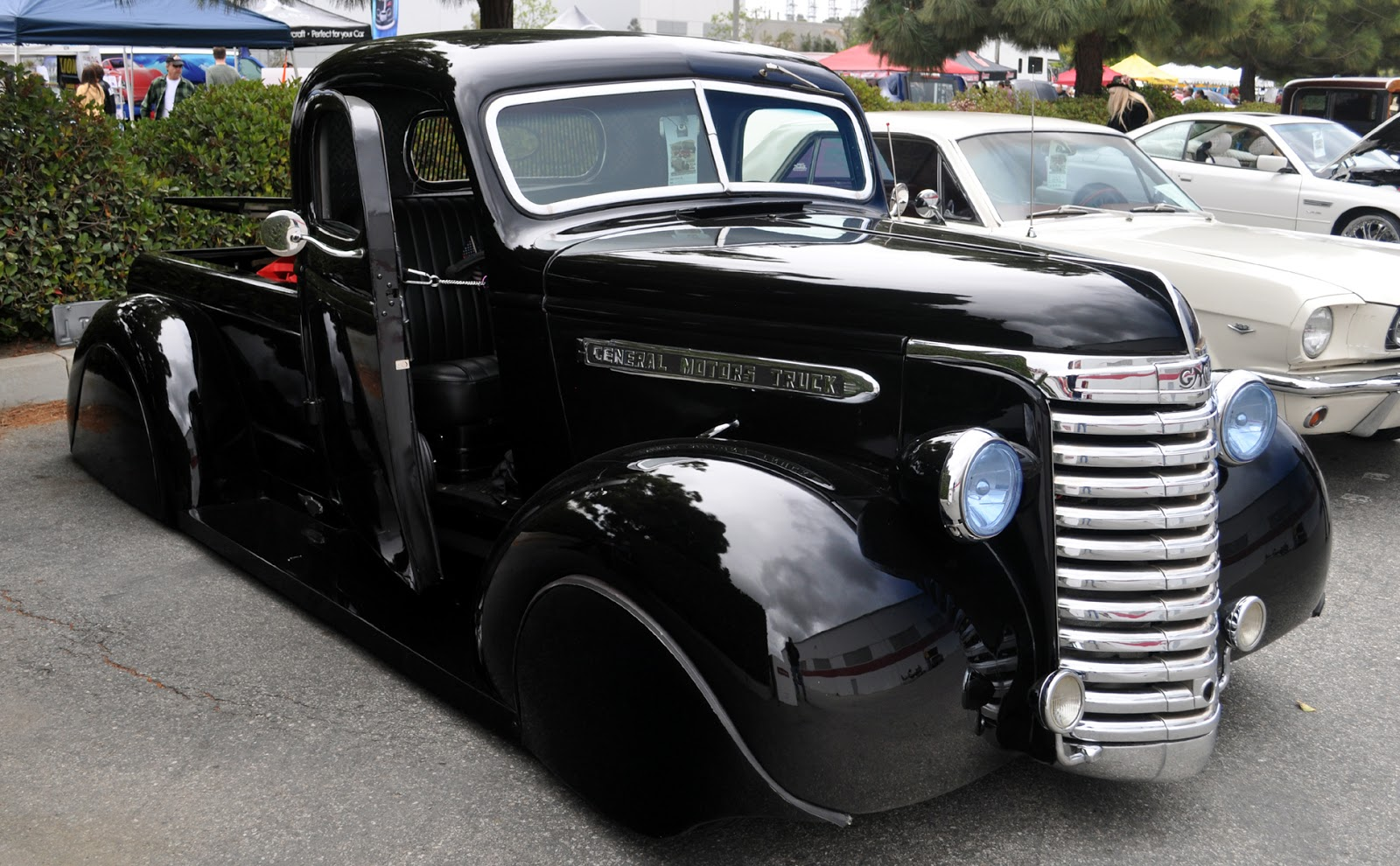 Just A Car Guy: cool 1930\'s or 40\'s GMC pickup with front fender skirts