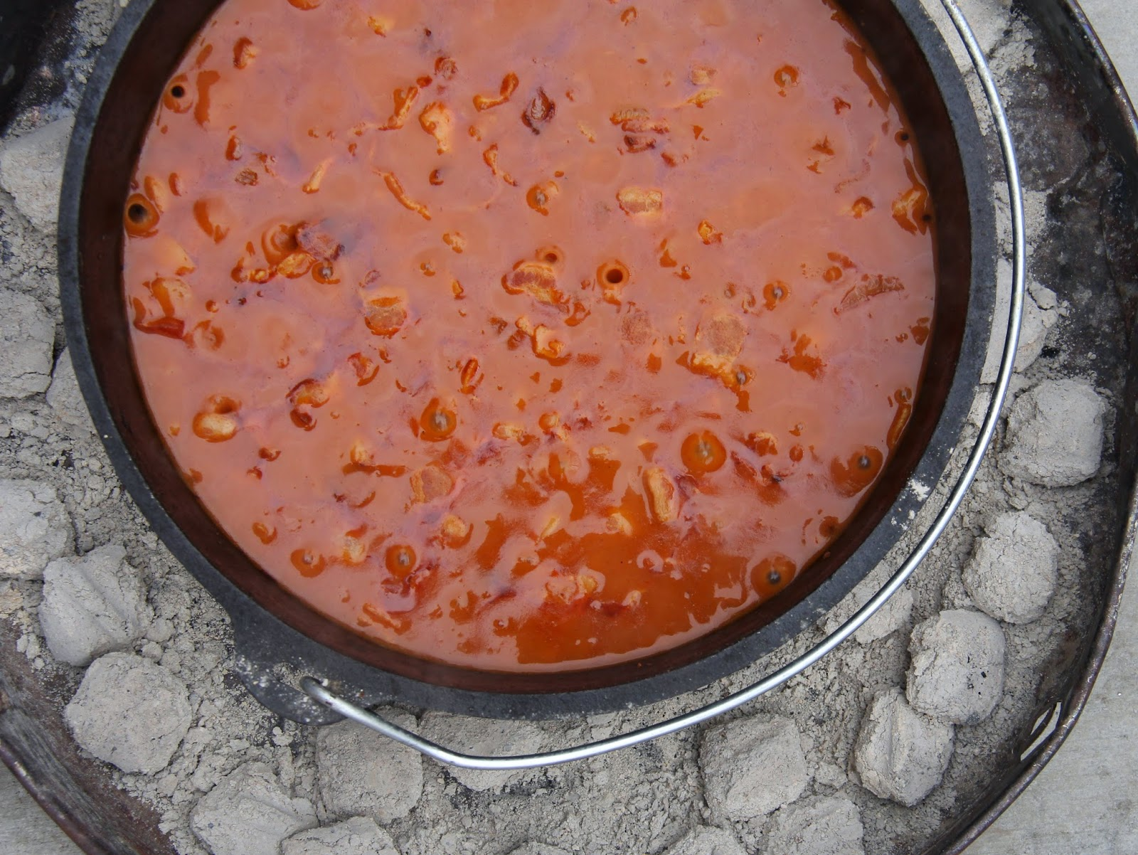molasses dutch oven baked beans
