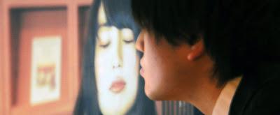 Poster yang dapat Bereaksi Jika Dicium