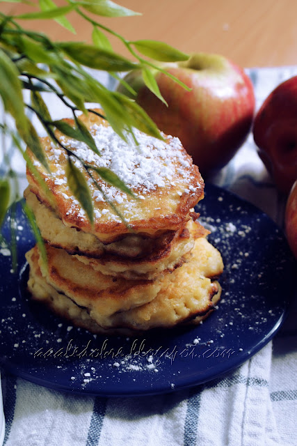 racuchy placki z jablkami i twarogiem aaaledobre.blogspot.com
