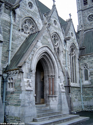Entrada de la capilla neogótica de Kylemore