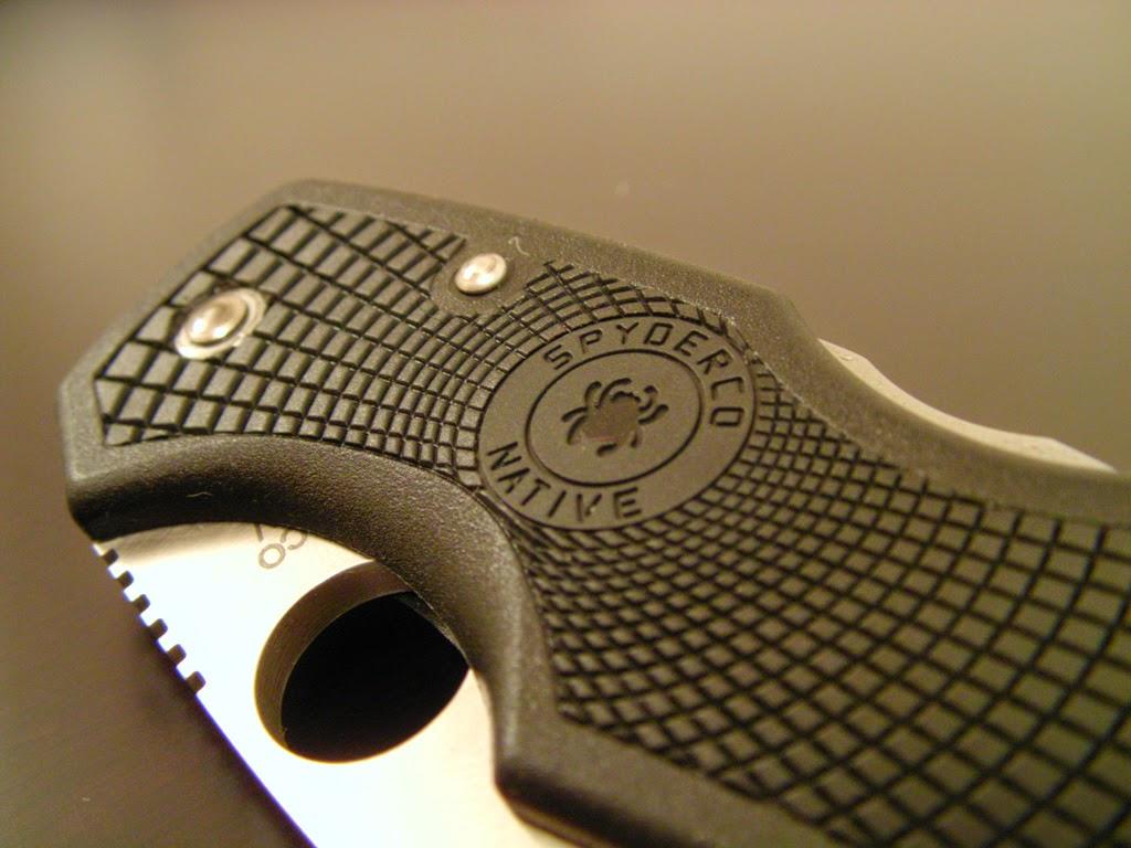 couteau moderne avec manche en nylon et fibre de verre Spyderco Native