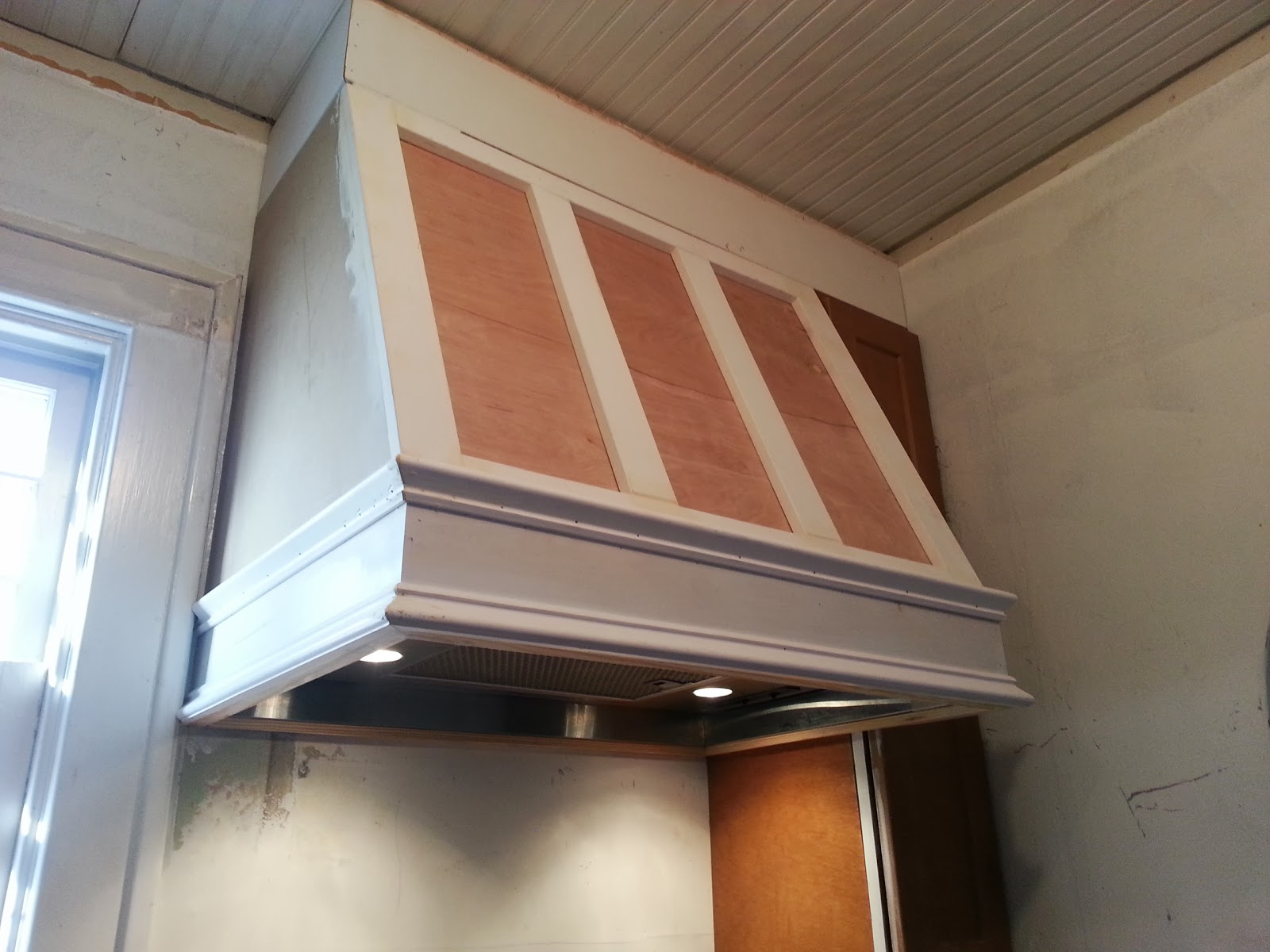 Confessions of a diy aholic how to build a shaker style range hood solutioingenieria Choice Image