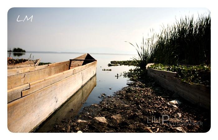 canoa en laguna de iramuco