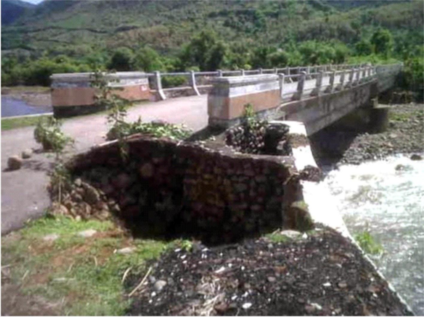 Jembatan Nyaris Putus, Warga Desa Bala Minta Diperbaiki Cepat