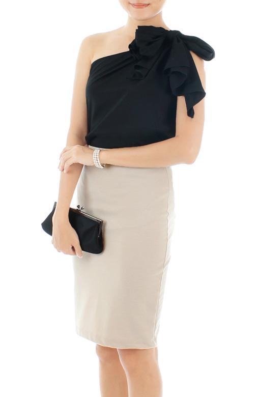 Black Elegance Bow One-shouldered Blouse