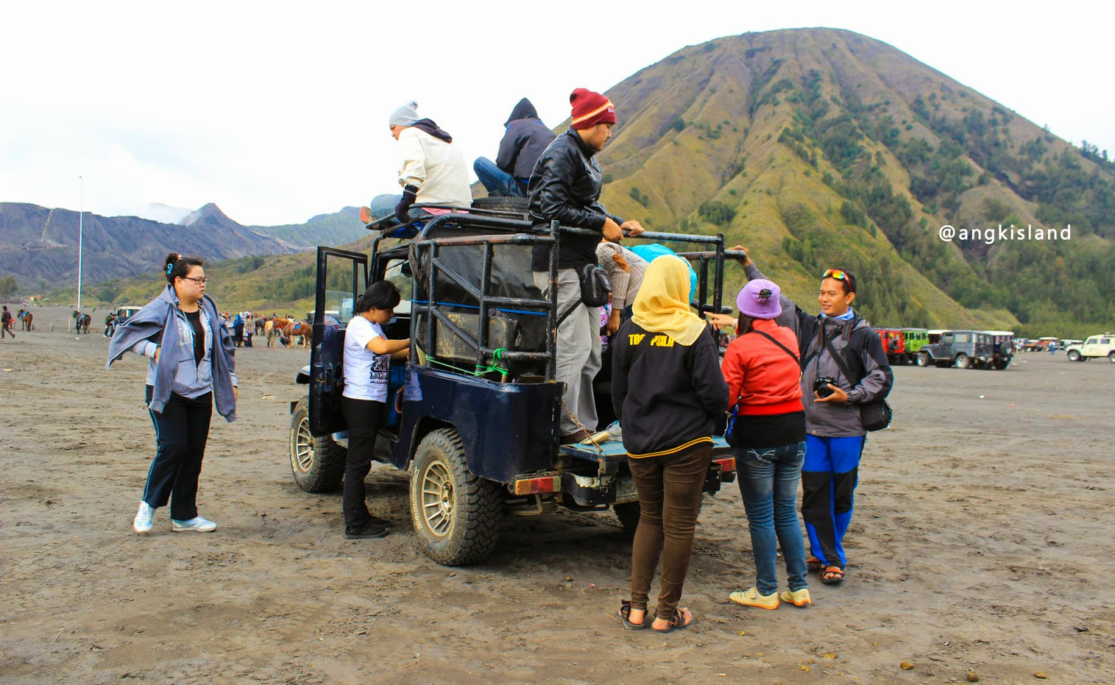 naik jeep bromo