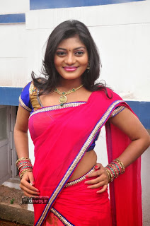Actress-Soumya-Stills-at-Pochampally-IKAT-Art-Mela-Launch