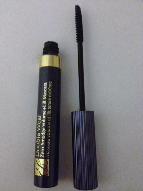 how to stop mascara from smudging under my eyes