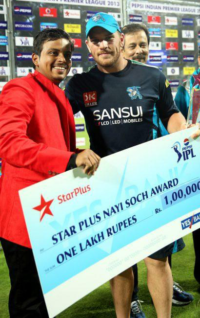 Aaronn-Finch-Star-Plus-Award-PWI-vs-RR-IPL-2013