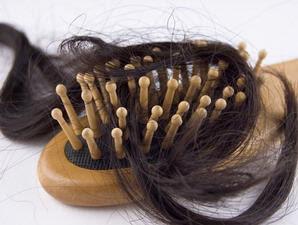 Mitos Pemicu Kerontokan Rambut