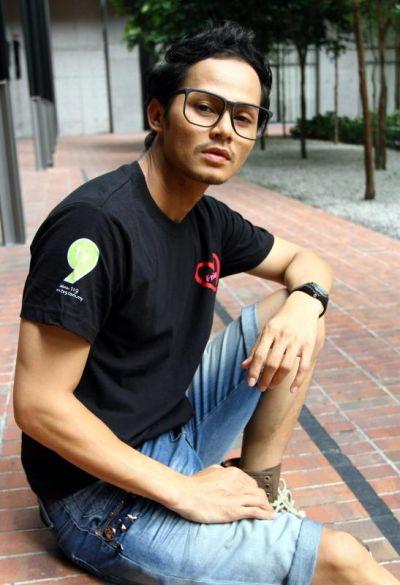 Ryzal Jaafar Seksi Hot Pose