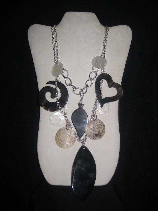 C03111 Collar Cadena y Cuernos