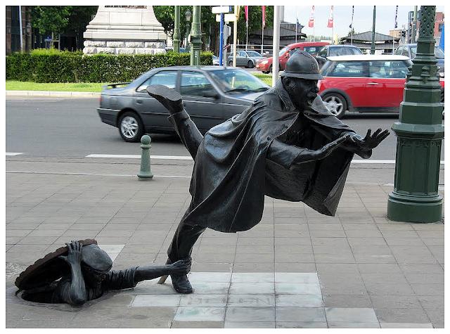 art, be Statue de l'Agent 15, Belgique, bronze, brussels, bruxelles, Madame Chapeau, Molenbeek-Saint-Jean, rue, sculpture, street, Tom Frantzen, Vaartkapoen, Zinneke Pis, Брюссель