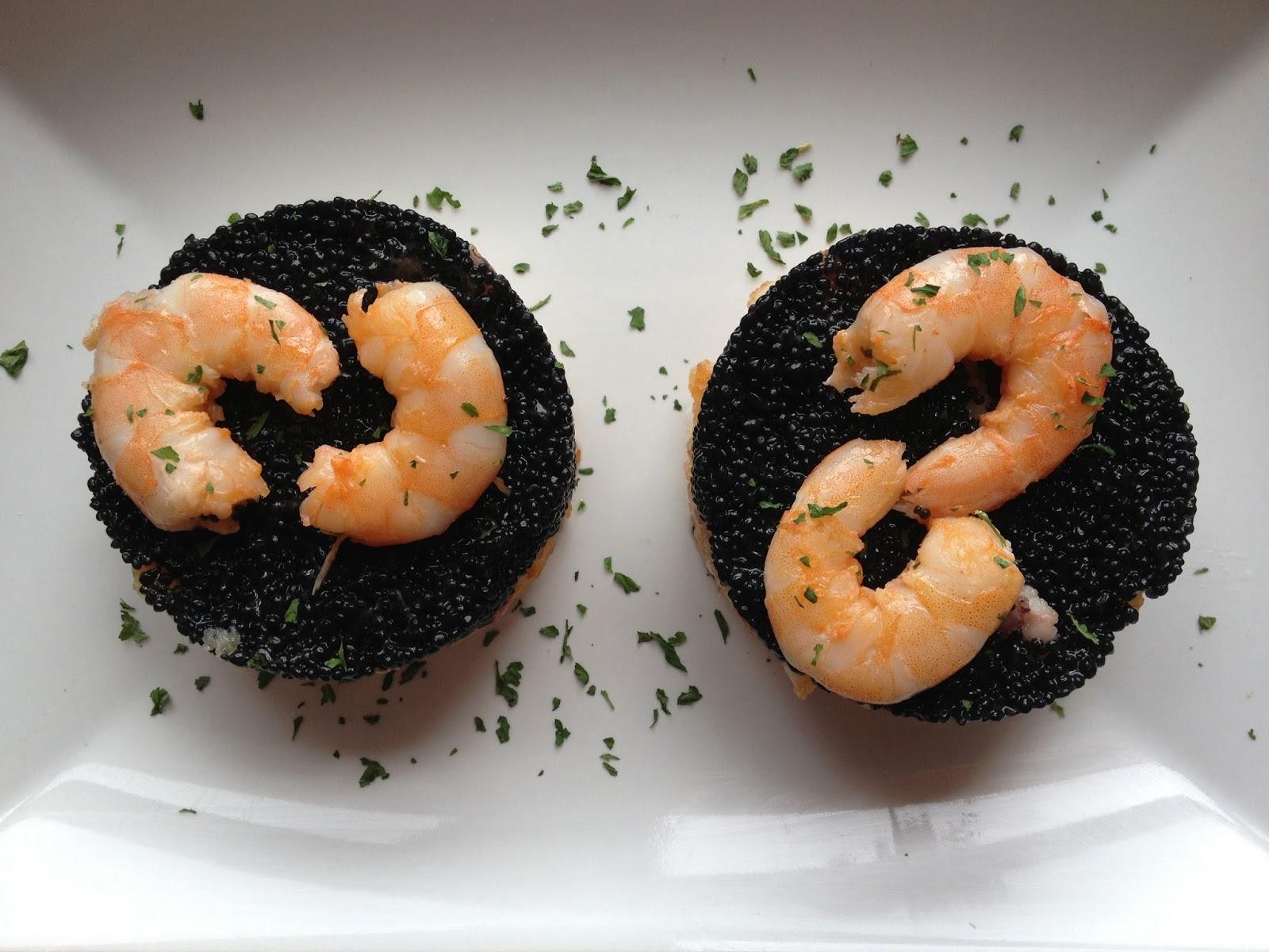 Rebozado De Chipiron Acompañado De Caviar De Algas Y Langostino Pelado
