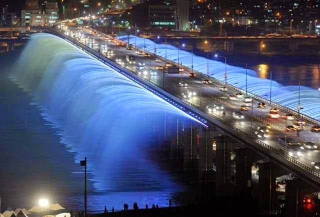The Moonlight Rainbow Fountain is the world's largest bridge fountain, and recycles water from the Han River. The water shoots out about 43 horizontal meters.
