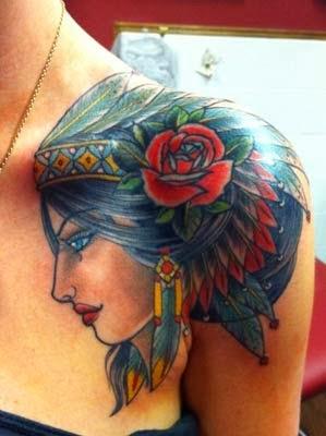 fotos de tatuagens de indias lindas com cocar e rosas