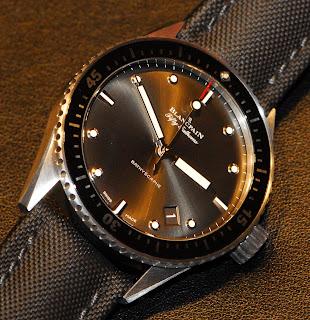 Montre Blancpain Fifty Fathoms Bathyscaphe en acier (référence 5000-1110-B52A) avec un cadran gris météor