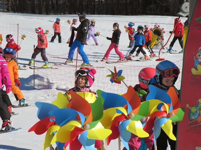 Prima Girandolata di Carnevale svoltasi a Cortina presso la scuola Happy Ski Cortina su idea di Girandoliamo