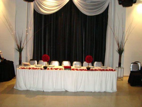 Decoraci n cortina para mesa principal for Ornamentacion para fiesta de 15