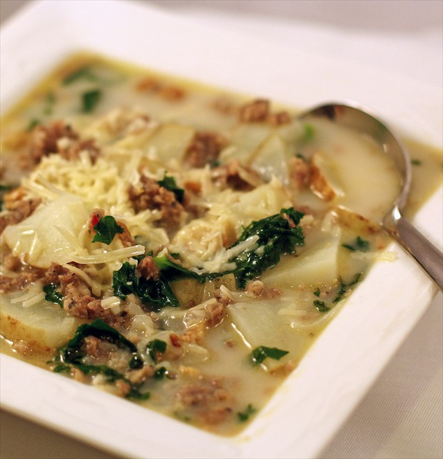 Zuppa+Toscana+Soup%2C+Butter+with+a+Side+of+Bread2.JPG