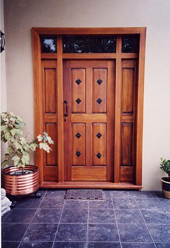 Puertas de madera mayo 2013 for Puertas de entrada de madera antiguas
