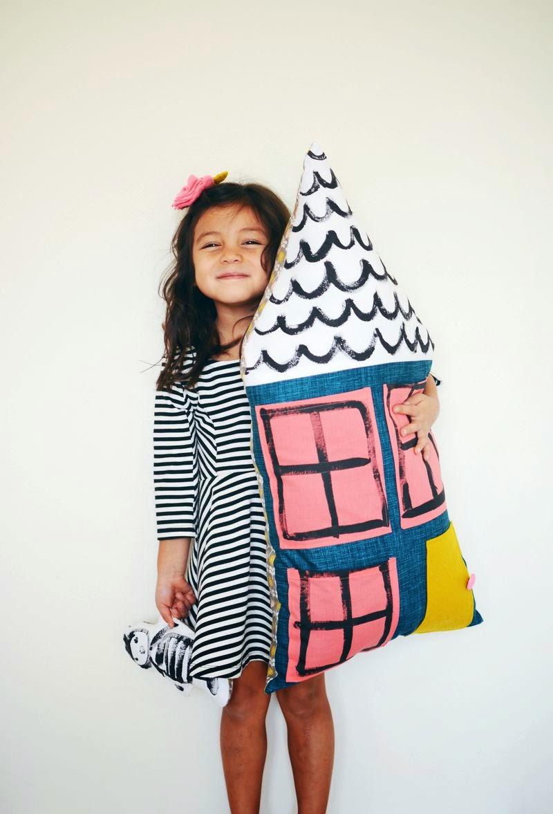 Small & Lowcost: Diy cojín con forma de casa hecho con telas1