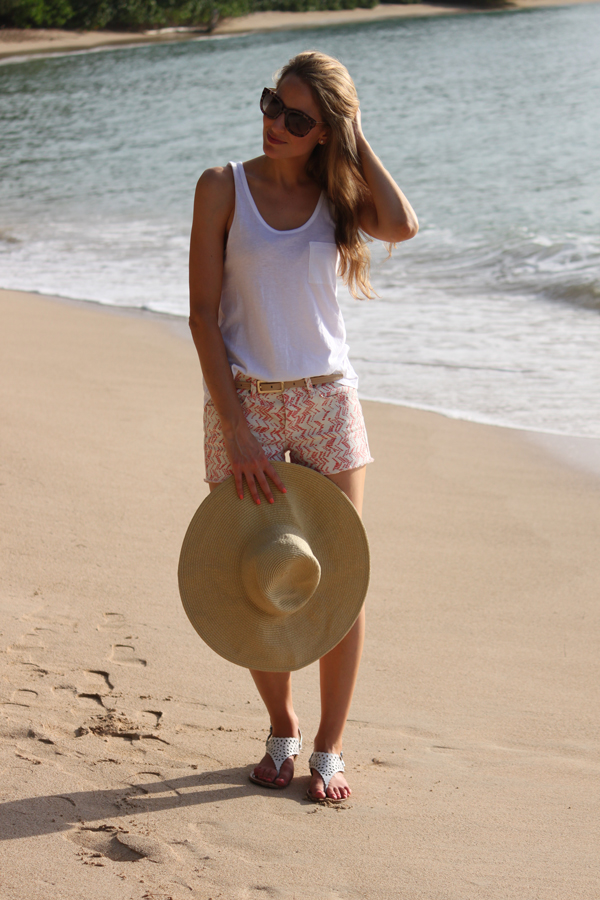 Printed cut-offs at the beach